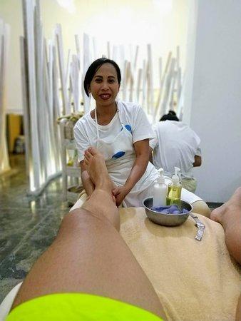 Massage des pieds d'une heure, de grande qualité !  Très bon centre de soins avec un bon rapport qualité prix. Trop bon le Foot massage !