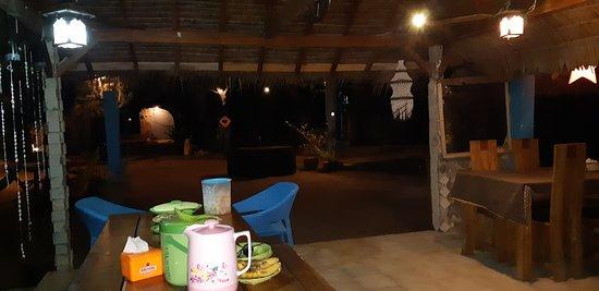 Visione di notte della zona ristorante