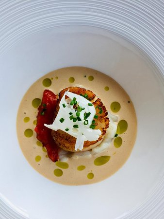 North Uist scallops with peas, chorizo and lobster bisque sauce