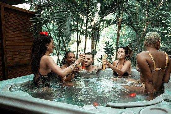 Des cocktails, des tapas, des animations, un Spa... La combinaison idéale pour passer une journée détente entre amis ou en famille.