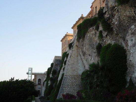 Κάλιαρι, Ιταλία: Giardino sotto le mura del Bastione