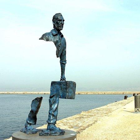 Francja: Opera dello scultore Bruno Catalano, il viaggiatore, merita di vedere le sue opere in Francia.