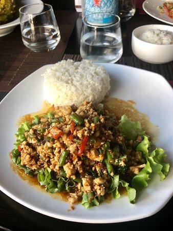 Poulet haché aux épices thaï et riz parfumé au jasmin