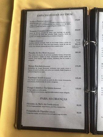 Comida excelente, ambiente bem bacana de roça mesmo dentro de Brasília. Mas o preço é para ministros e deputados. Uma jarra de suco especial por R$ 55,00 suco de laranja e limão R$ 25,00 refri por R$ 7,00 a lata. Mas vale a pena experimenta.