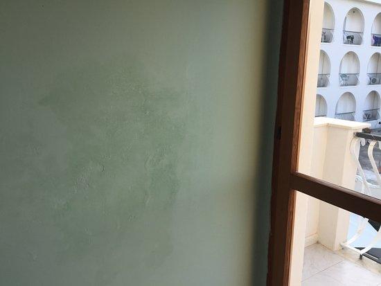 Hotel Ristorante La Scogliera: infiltrazione dal bagno accanto