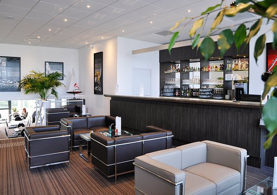 Salon bar golden tulip pornic suites