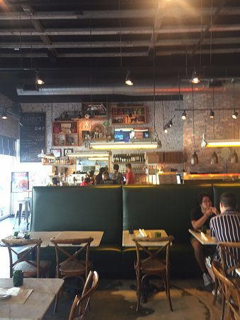 Harry's Pizzeria - Coconut Grove: Inside seating