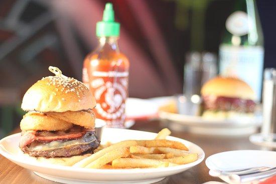 Flinders Lane Kitchen & Bar: BBQ Beef Burger