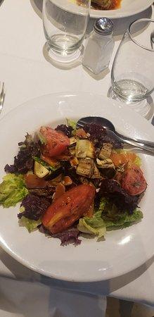 Muito gosto. Bom custo benefício. Salada custo 390 pesos e a lasanha de espinafre com alcachofra 496. Opções de salada, carne, peixe...