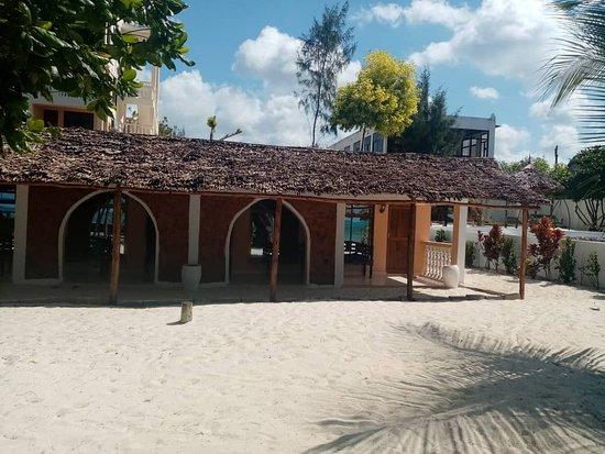 Geo Zanzibar Resort: esterno delle camere 10 mt dall'oceano