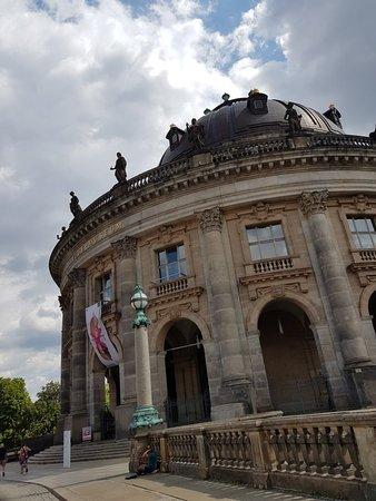 Bode Museum: Beautiful bridge and museum