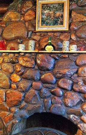 Michigamme, MI: Stone fireplace