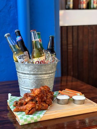 Taquito Bar & Mexican Kitchen: You will love this promo!! : 1 kg CHICKEN WINGS with sauce at your choice (tamarind, mango, buffalo or barbecue) + 5 beers for ONLY $350 mx pesos !!