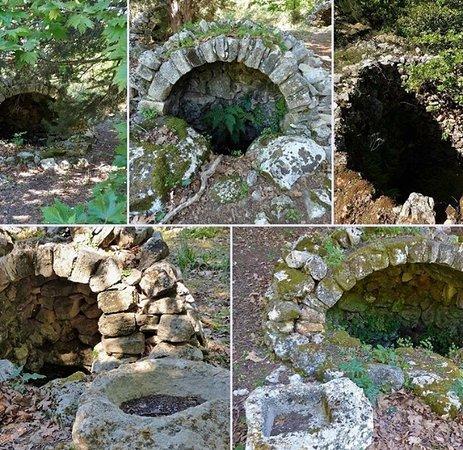 Gavalochori, Grækenland: Τα Γαβαλιανά πηγάδια που στέκουν εδώ και αιώνες τροφοδοτώντας όλο το χωριό με άφθονο νερό!!