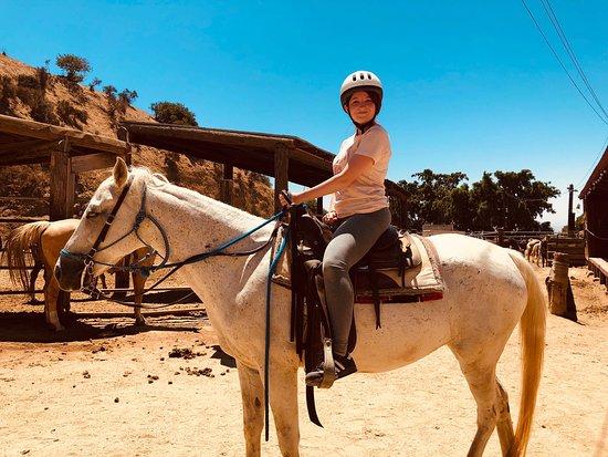 Tizenévesek lovaglás nagy kakasok