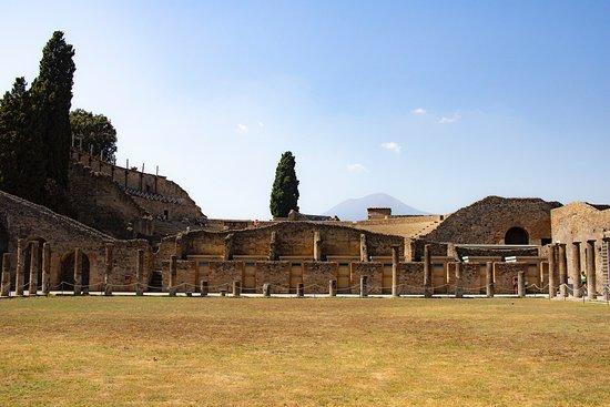 Daily Pompeii and Amalfi Coast Tour from Naples: Pompeia