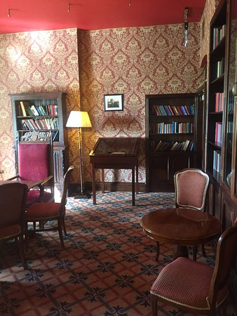 The John McGahern library is a quiet corner in a bustling hotel, a fitting tribute to a local author rooted in Mohill.