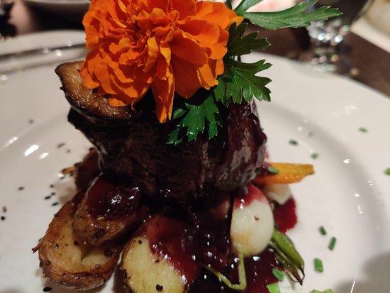 1640 Bistro: Filet mignon, blueberry compote, potatoes, veggies