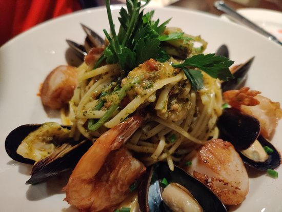 1640 Bistro: Basil pesto Linguine with shrimp, scallops and clams