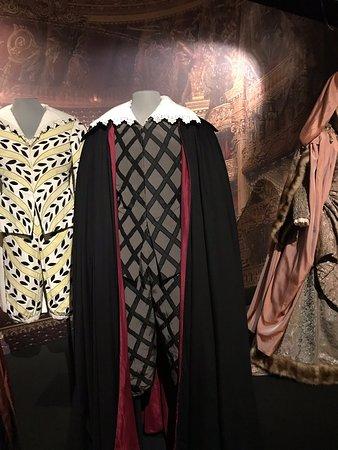 Exposition consacrée aux 150 ans de l'Opéra Garnier.