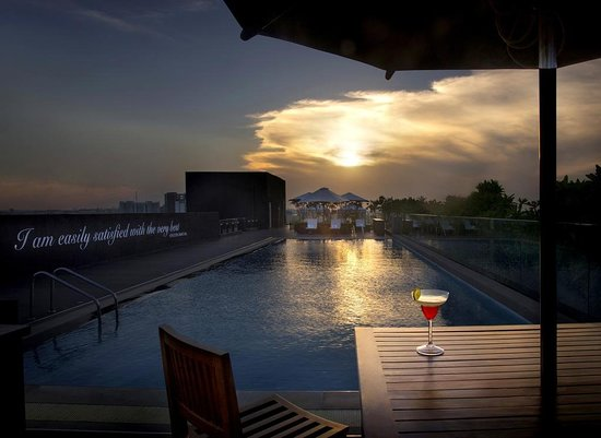 THE WAVERLY HOTEL & RESIDENCES (Bengaluru) - Hotel Reviews