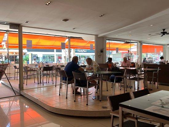 Bon Cafe: Outdoor & Indoor seating