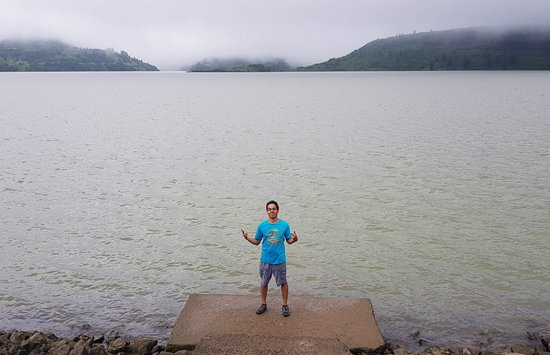 When at the resort, wake up early and take a walk to the dam down the road. Its about 6-7 km.