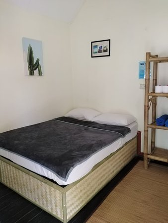Fan Bungalow - Bedroom with double bed