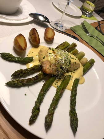 Asparagus with Hollandaise.