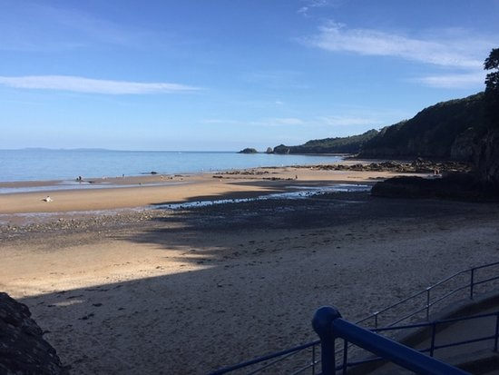 Saundersfoot Beach: Saundersfoot to the right of the harbour