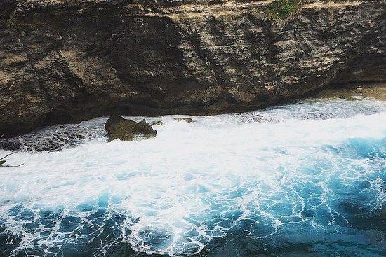 西ヌサペニダの崖とビーチ
