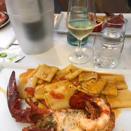 Questo è il nostro ristorante preferito a Marina di campo,per la gentilezza dello staff e per i piatti che non si smentiscono mai,ve lo consigliamo ciao ciao Orsola e Davide....