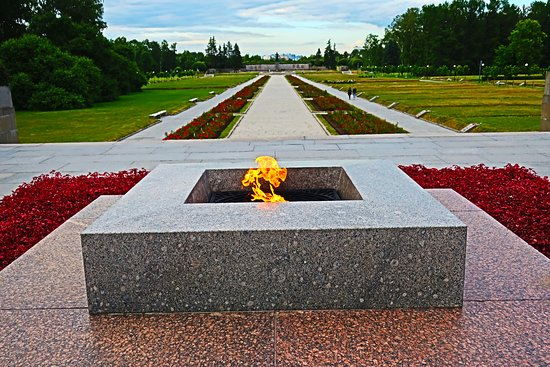 Piskaryovskoye Memorial Cemetery: The Eternal flame.