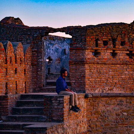 This is a quite unique and an interesting destination, which attracts tourists from not only all over the country but also all around the globe for its massive citadel built in 1443 AD, and for the wildlife sanctuary nearby. Foot tracking and horse safari organised by local tour operators are proving to be very popular in Kumbhalgarh Wildlife Sanctuary. A typical safari route enters the sanctuary from the Kumbhalgarh Fort and cutting across the sanctuary it reaches Ghanerao.