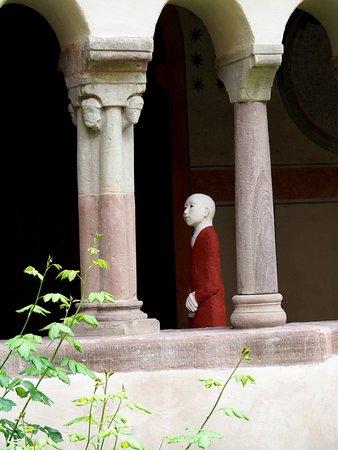 Sculpture G.Kretz dans le cloitre