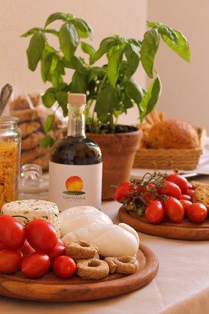 Lecce, Italia: Buffet colazione con prodotti tipici