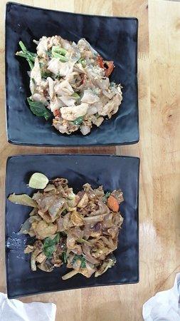 Grazie thai local food: Noodles y sopa de coco con pollo