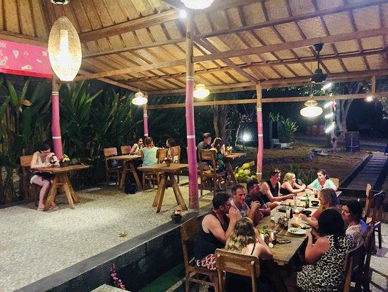 Blue Lagoon Resto: Dinnertime