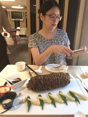 稻香大地牛:這道菜是主廚三年前在荷蘭的全球中餐料理比賽,得了個世界冠軍哦!我可是衝著這道菜來嚐的