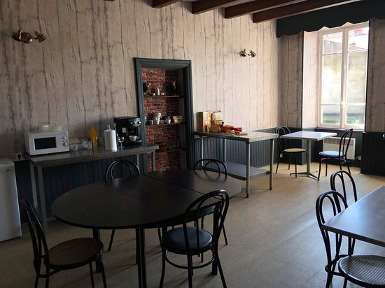 Coudes, Франция: espace petit déjeuner