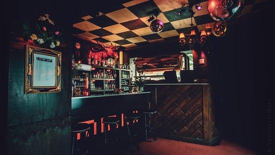 Bar and Dj-Booth