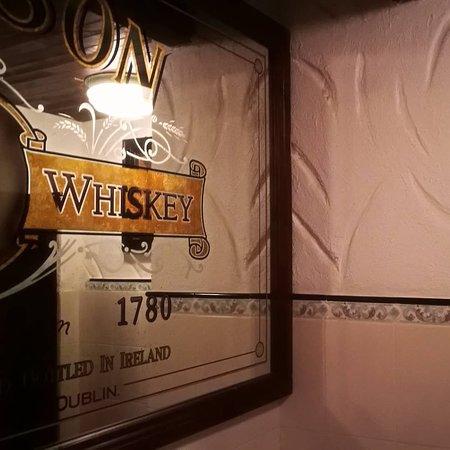 THE BLACK SWAN pub & shop: Bel posto! Stilisticamente unico!