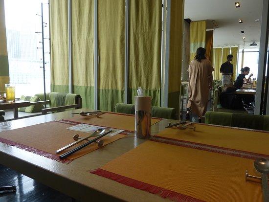 Jim Thompson's Table Thailand Ginza: 窓側テーブル席
