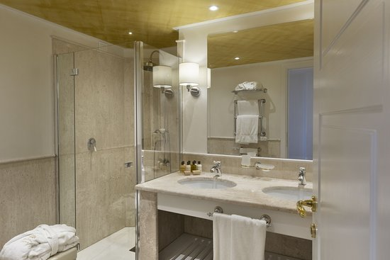 Junior Suite -Bathroom