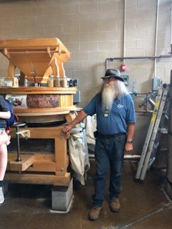 Sugarlands Moonshine Distillery Tour in Gatlinburg: tour guide