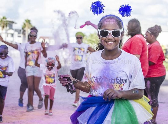 Nassau, Île de New Providence : 242 color run  2016