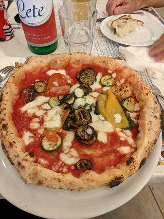 Prisco a Palinuro: Margherita con peperoni e zucchine.