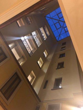 Grand Hotel Britannia Excelsior: Indoor balconies overlooking lobby