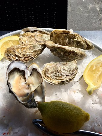 Delicious seafood; efficient service