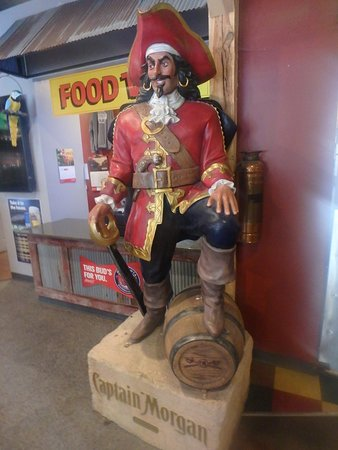 Melrose, MN: Pirate sculpture